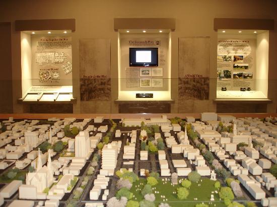 Massie Heritage Center : 3-D model of Savannah's City Plan