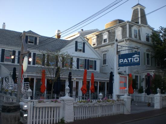 Patio American Grill: Great Atmosphere...great Seating.