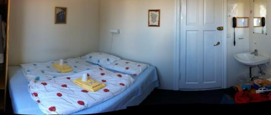 Salvation Army Guesthouse: Room 213