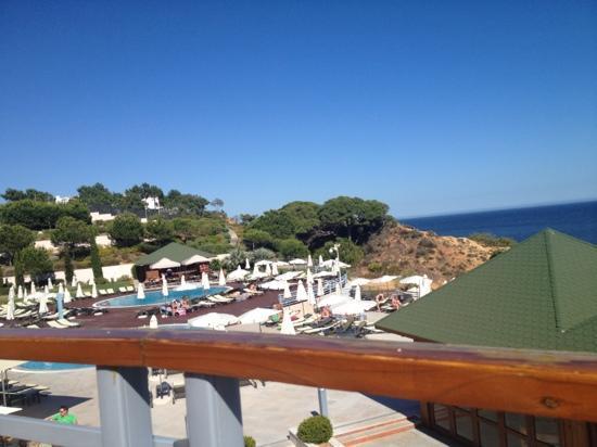 Grande Real Santa Eulália Resort & Hotel Spa : the pool area.