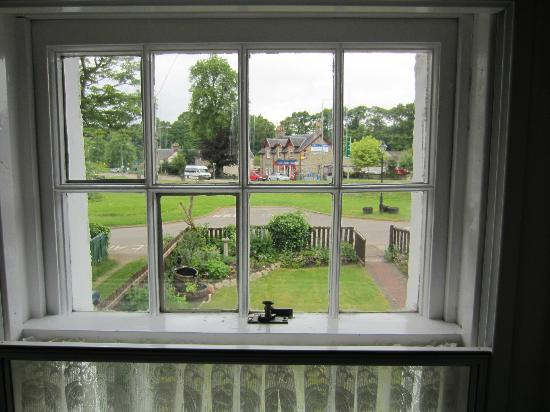 Greenlea Bed and Breakfast: Looking onto the village green