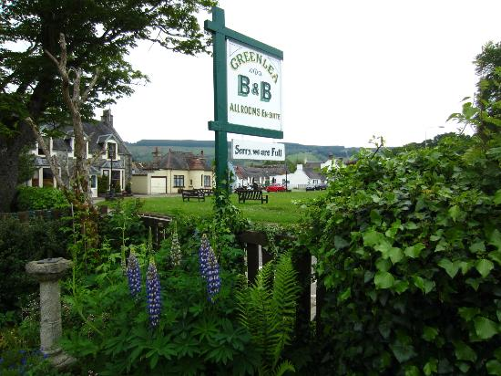 Greenlea Bed and Breakfast: lovely front garden