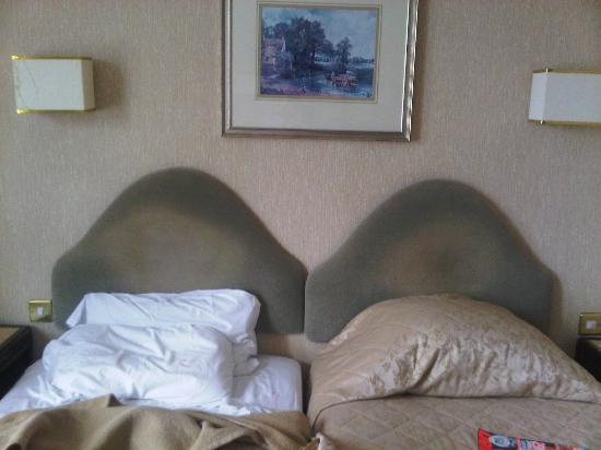 Glen Usk Hotel: Headboards