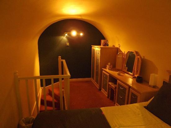 Bedroom - on mezzanine floor - Room 11 - Picture of Morpeth Court ...