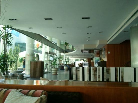 Sercotel Malaga: Una copa en la cafetería, dentro o en la terraza con sillones
