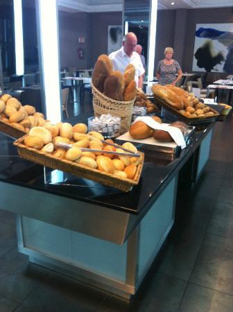 Suite Princess: Plenty of bread available