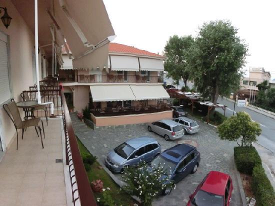 Villa Nickollas: courtyard