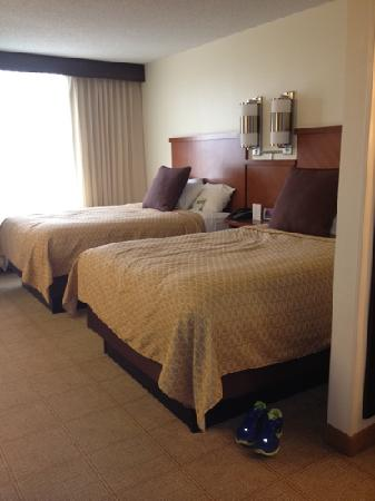Hyatt Place Louisville-East: beds