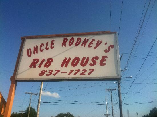 UNCLE RODNEY'S RIBHOUSE: The Sign out front