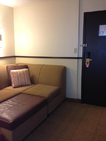 Hyatt Place Louisville-East: couch