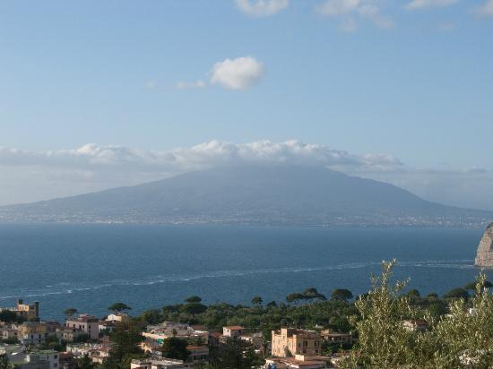 M Suites Sorrento : Vesuvius in the morning