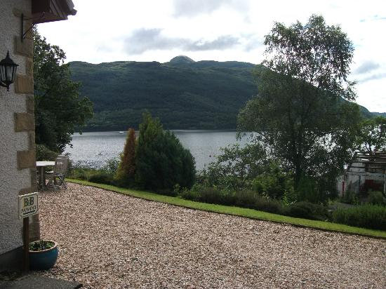Lomond View Country House: View as you approach the entrance