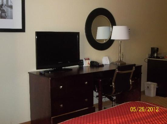 Comfort Suites East Broad at 270: King Bed Suite