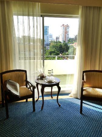 Occidental El Embajador: Hotel room