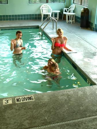 Wingate by Wyndham High Point : Nieces & grandson LOVED the pool