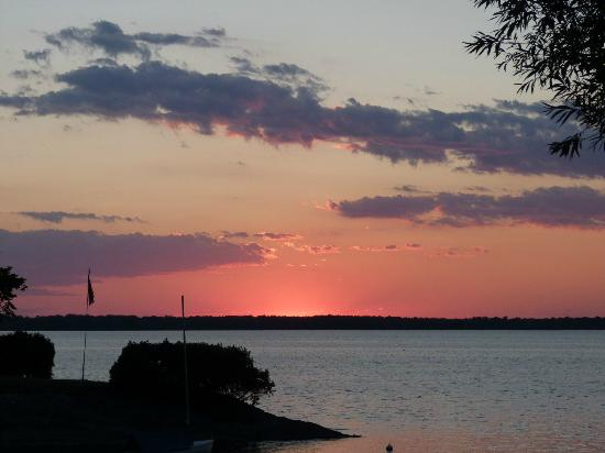 Tyler Place Family Resort: Sunset over the lake