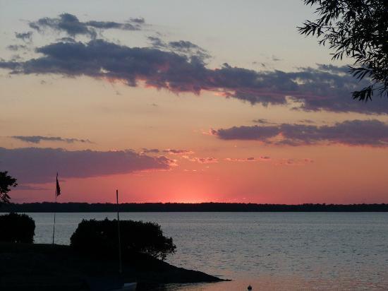 Tyler Place Family Resort : Sunset over the lake