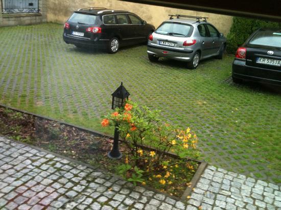 Villa Del Arte Bed & Breakfast: Parking Area