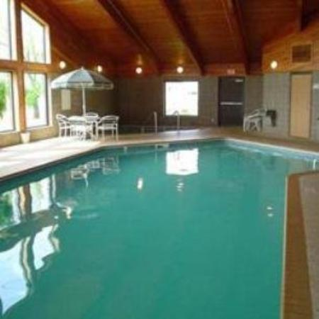 FairBridge Inn & Suites: Pool