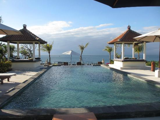 Suarga Bali: View of pool w/ covered lounges at one end of the pool