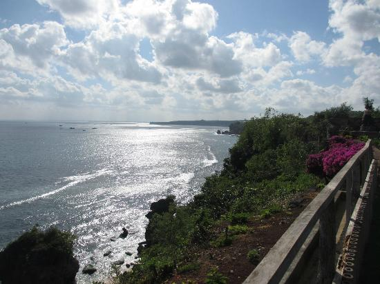 Suarga Bali : View from edge of cliff