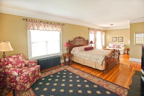 Room 4 of the Nantucket Inn Anacortes WA