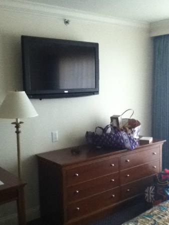 La Mer Beachfront  Inn: flat screen t.v & dresser