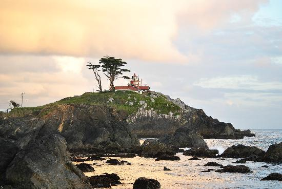 Oceanfront Lodge: mesmerized by the working light house
