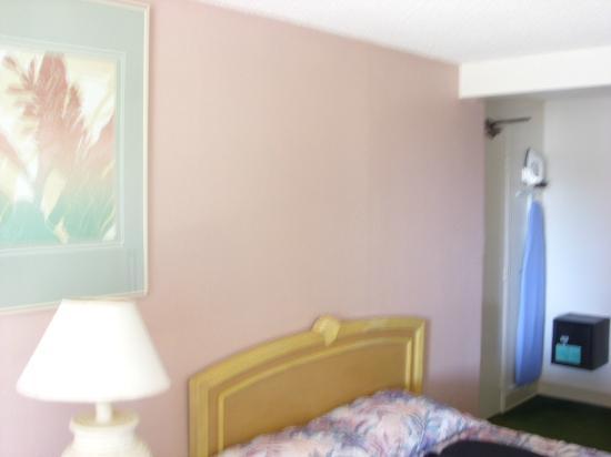 Hawaiian Monarch Hotel: Bed 1