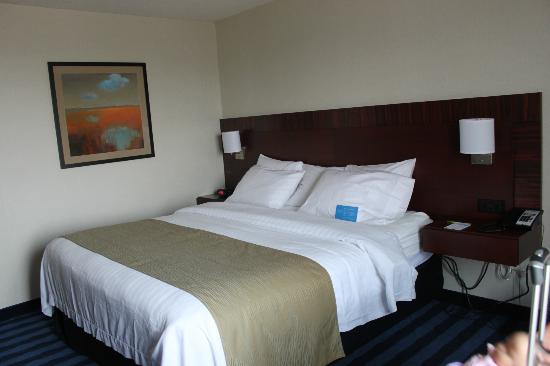 Fairfield Inn & Suites Lancaster: King Room
