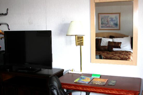 Branson Yellow Rose Inn and Suites: Room