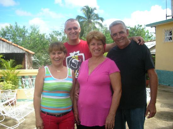 Casa Papo y Niulvys: Fantastic Hosts P&N y T&A (Esqunita)