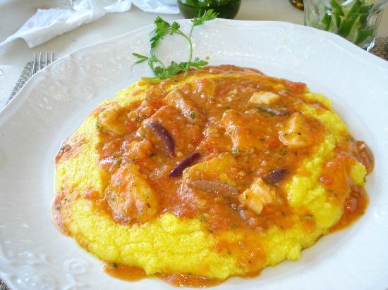 Gaiana : Bacalhau com molho de tomate de caixinha
