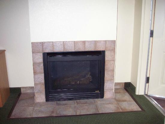 AmericInn Lodge & Suites Silver Bay: Fireplace