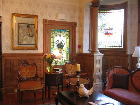 Haterleigh Heritage Inn: Sitting room where we enjoyed visiting with our family
