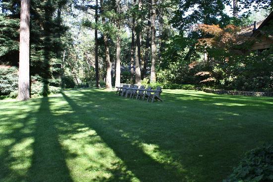 Weasku Inn: lawn chairs