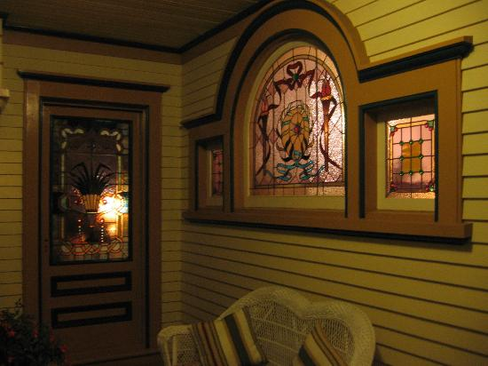 Haterleigh Heritage Inn: This home has some of the most gorgeous stained glass windows I have EVER seen!