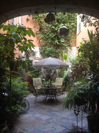 The Saint Philip Hotel: the beautiful courtyard