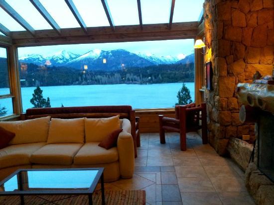 Peninsula Petit Hotel: el lobby mirando al nahuel