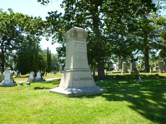 Lizzie Borden Bed and Breakfast: Borden Cemetary Plot