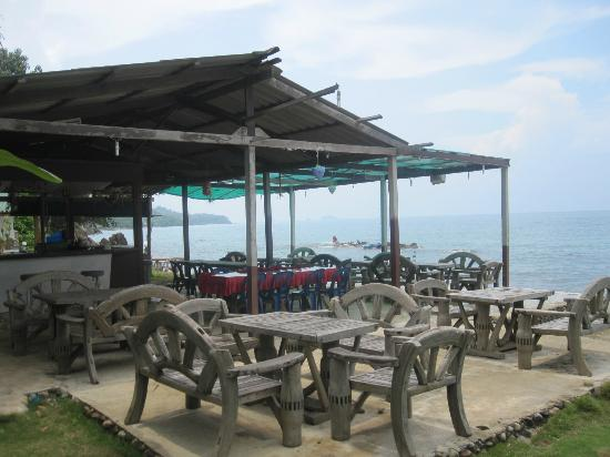 Plaloma Cliff Resort: The bar where we spent our nights