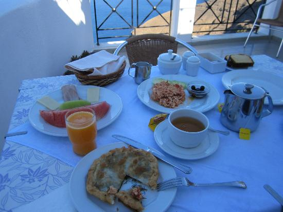 Villa Renos: Fantastic breakfast, surpassed only by the breathtaking views!