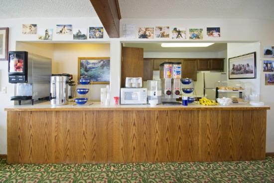 A Wyoming Inn: Breakfast Area
