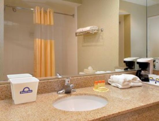 Americas Best Value Inn & Suites-Las Cruces/I-10 Exit 140: Bathroom