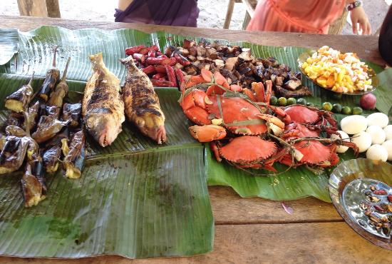 Legazpi, Philippines: Food we bought at Subic market, grilled for us by our boatman