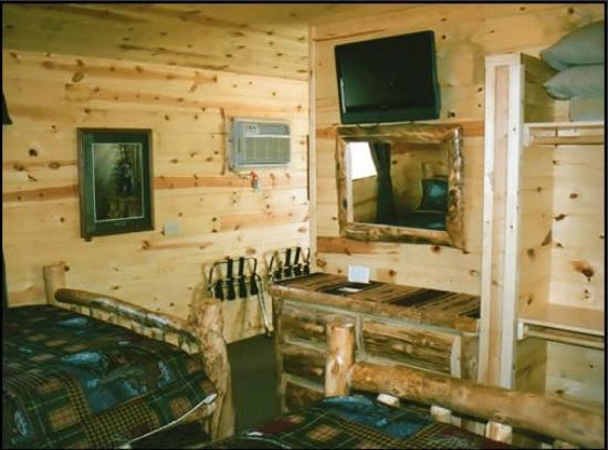 Frontier Cabins Motel: Cabin interior
