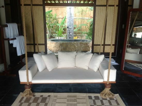 L'Alyana Ninh Van Bay: Incredible bathroom. Giant swing is nice touch and we loved the outdoor shower and tub!