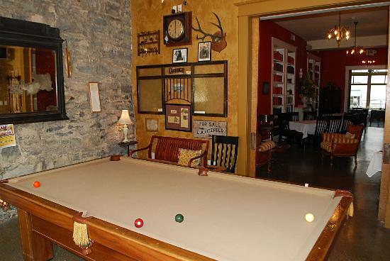 Stone Fort inn: Pool Table