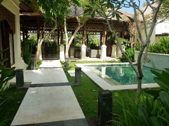 Pat-Mase, Villas at Jimbaran : looking across plunge pool to living