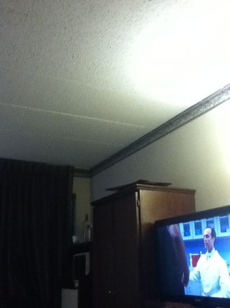 Hampton Inn Columbus West: room 205